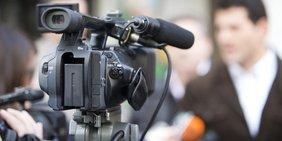 Kameramann filmt Gespräch