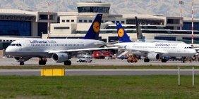 Flugzeuge auf dem Flughafen